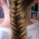 Sie hat die Haare schön und Regenbogen